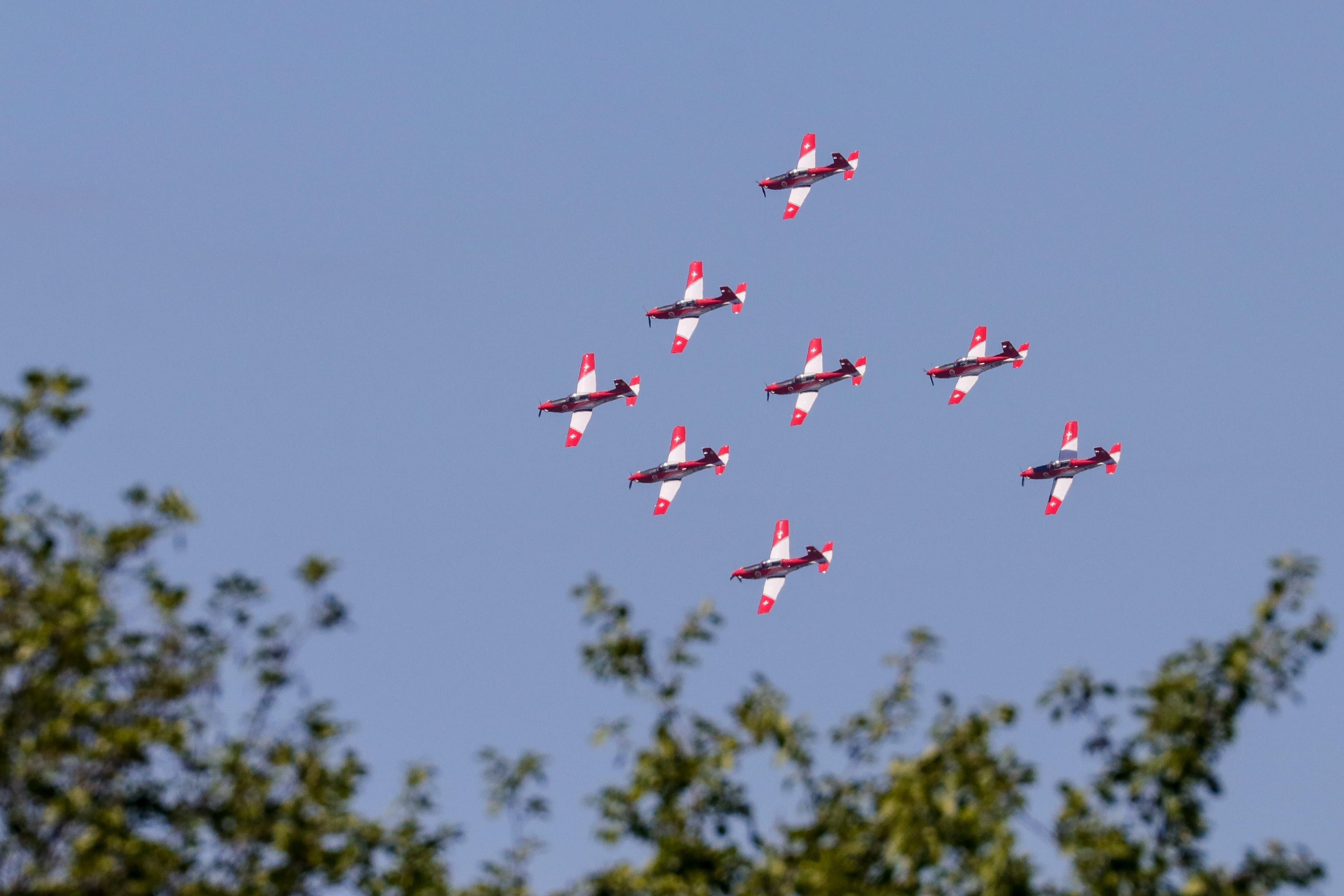 PC-7 Team der Luftwaffe in Formation.