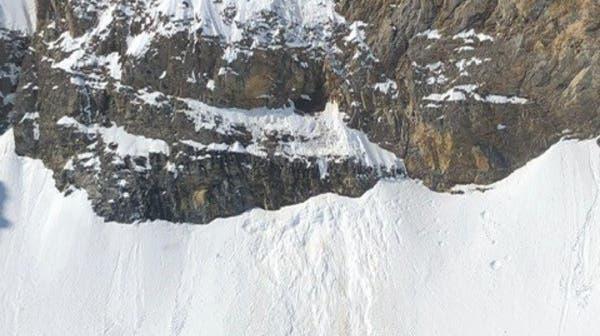 Vom Schnee mitgerissen: Der Urner stürzte erst über Felsen und danach ein steiles Firnfeld hinunter. (zvg)