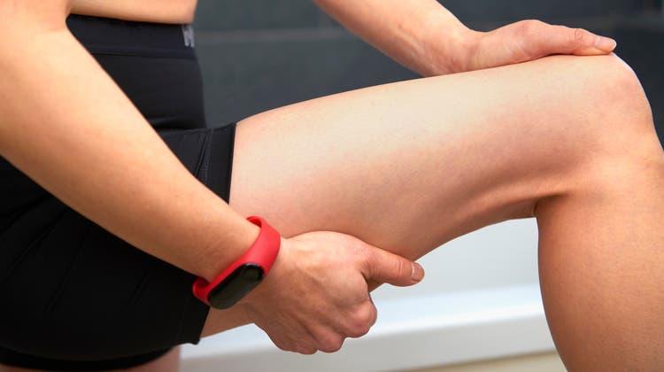 Einen Muskelfaserriss soll man schnell behandeln. (Bild: Getty)