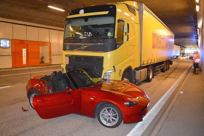 Der Lastwagen schob das Cabriolet im Kirchenwaldtunnel mehrere Meter vor sich her.