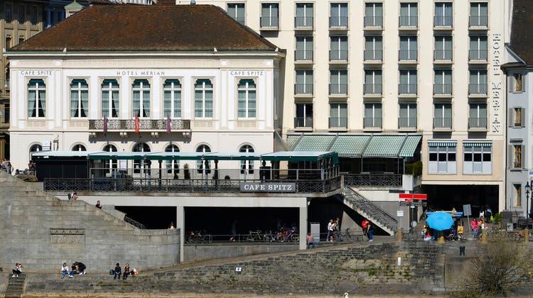 An prominenter Lage: Die Brasserie Café Spitz und das Sorell Hotel Merian gehören zu den ZFV-Unternehmungen. (Kenneth Nars)