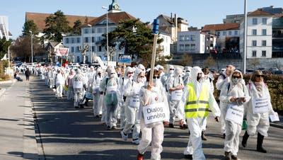 Bild vom Protestmarsch des Vereins «Stiller Protest» gegen die Corona-Massnahmen am 20. Februar 2021 in Wohlen. Einen weiteren wird es weder in Aarau noch in Wettingen geben. (Andre Albrecht)