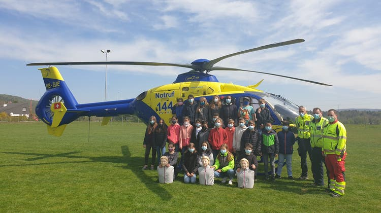 Helikoptergeräusche und Reanimationspuppen auf dem Schulgelände der Primarschule Villigen