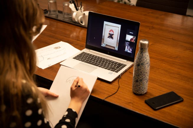 Der Online-Zeichenworkshop vom Kunstverein St. Gallen findet via Zoom, mit vielen anderen Laienkünstlerinnen und -Künstlern statt.