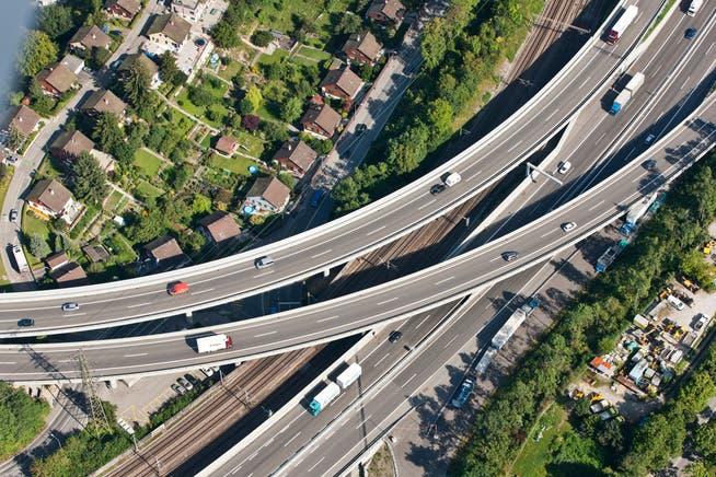 Insgesamt hat das Bundesamt für Strassen im vergangenen Jahr mit über 1800 Firmen Verträge abgeschlossen. (Symbolbild)