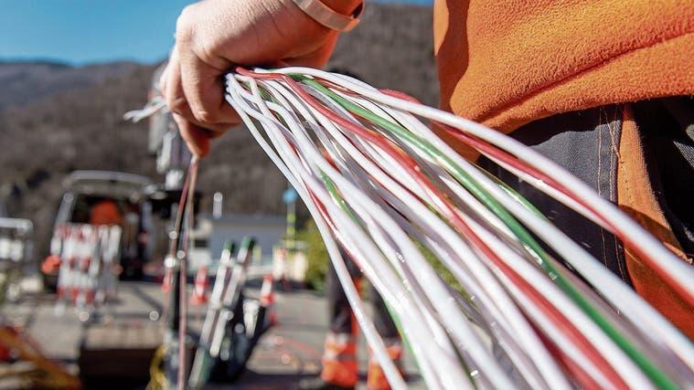 Mit einem Ausbau des Glasfasernetzes soll das Internet schneller werden (Symbolbild). (Carlo Reguzzi)