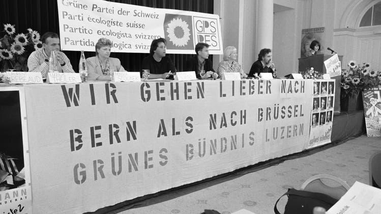«Wir gehen lieber nach Bern als nach Brüssel»: Die Grüne Partei ergreift 1991 das Referendum gegen die Neat - und fordert vom Bundesrat den Abbruch der Verhandlungen zum EWR. (Keystone (Luzern, 14. September 1991))