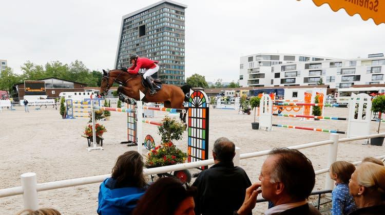 Zuger Springkonkurrenz auf dem Stierenmarktareal. Zuger Zeitung/Stefan Kaiser (Stefan Kaiser (zuger Zeitung) / Zuger Zeitung)