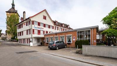 Zum «Roten Kreuz» in Arbongehört ein Hotel mit 20 Zimmern und einem Appartement sowie ein Restaurant. (Bild: Reto Martin)