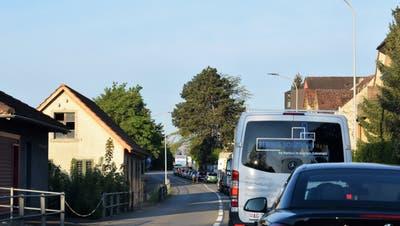 Morgendlicher Stau auf der Zurzacherstrasse in Brugg. (Michael Hunziker)