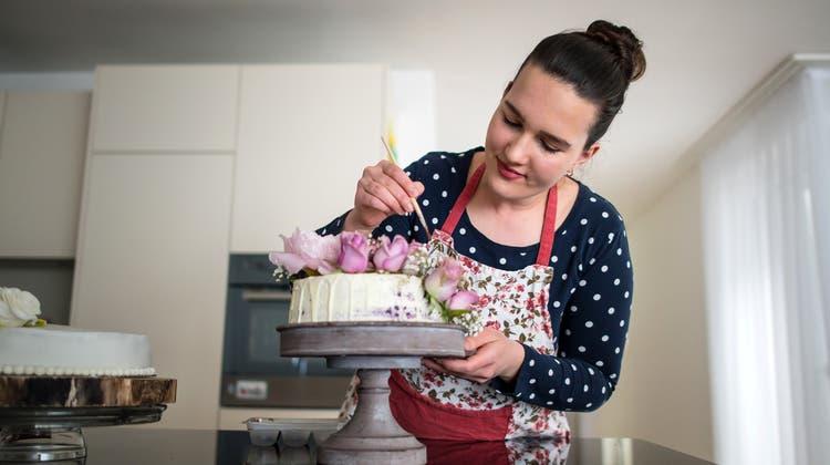 Fanota Bekthesi stellt spezielle Torten und Cupcakes für Events und Private her. (Bild: Michel Canonica)