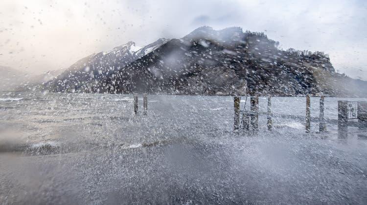 In der Schweiz herrscht diese Woche windiges und stürmisches Wetter, am Wochenende soll aber die Sonne kommen. (Archivbild) (Keystone)