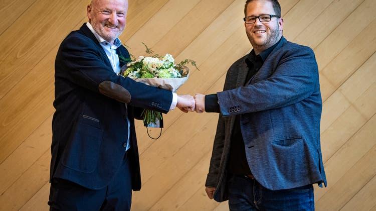 An der Sitzung des Arboner Stadtparlaments vom 4. Mai 2021 im Seeparksaal wird Ueli Nägeli (links) zum Nachfolger von Präsident Lukas Auer (rechts) gewählt. (Bild: Reto Martin (Arbon, 4. Mai 2021))