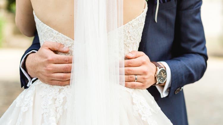 Das Hochzeitsgeschäft hat Einiges aufzuholen. Und doch werden die kirchlichen Trauungen nach wie vor verschoben. (Bild: Sandra Ardizzone Photography)