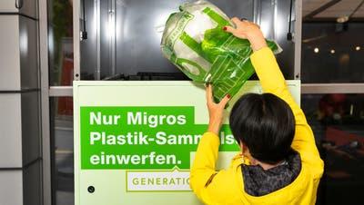 In neun Filialen im Kanton Zug lassen sich neuerdings gemischte Plastikabfälle entsorgen. (Bild: Dominik Wunderli (3. Mai 2021))