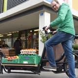 Lukas Madörin nutzt für sein Geschäft seit längerem ein Lastenvelo. Neu sollen diese nun auch von der Stadt mit finanziellen Mitteln gefördert werden. (Bild: Mario Testa)