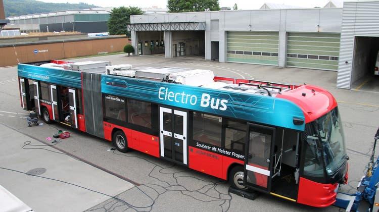 Solothurn will keinen Doppelgelenkbus wie diesen, dass die hiesige Busbauerin Hes AG leer ausging, sorgt weiterhin für rote Köpfe. (zvg)