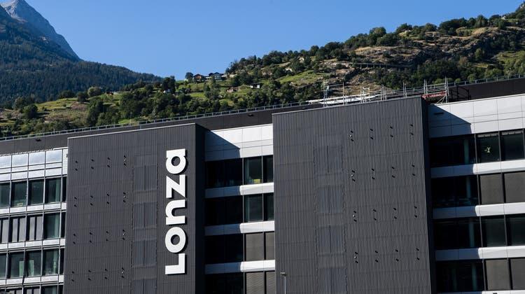 Lonza stellt an seinem Walliser Standort in Visp den Wirkstoff für das Corona-Vakzin von Moderna her. (Keystone)