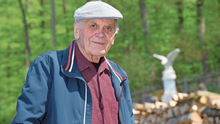 Robert Lerch wohnt in Kappel am Waldrand: «Ja, die Eule höre ich hier oben jeden Abend.» (Bild: Bruno Kissling)