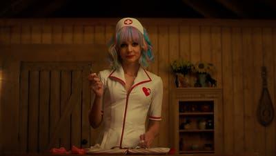 Tut so, als würde sie sich gehen lassen: Cassie (gespielt von Carey Mulligan). (Bild: Universal Pictures)