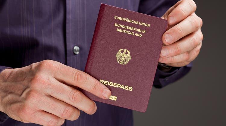 Der EU-Pass schützt in gewissen Fällen vor dem Landesverweis. (Symbolbild) (Gaetan Bally/Keystone)