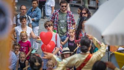 Im Zentrum des Stadtsanktgller Festes der Kulturen steht die Begegnung zwischen Einheimischen und Menschen aus anderen Kulturkreisen. (Bild: Michel Canonica (17.6.2018))