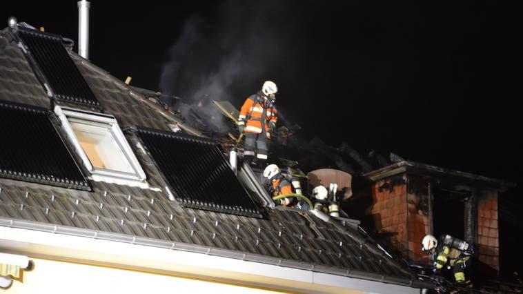 Nach dem Brand vom Donnerstag in einem Mehrfamilienhaus, fing nun dieNachbarliegenschaft erneut Feuer. (Kapo So)