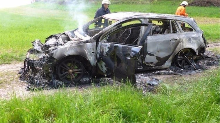 2016 wurde Bornhausers ausgebranntes Fahrzeug im deutschen Lottstetten gefunden. (Feuerwehr Lottstetten)