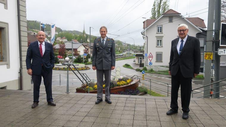v.l. Geschäftsführer Herbert Huber, Gast Peter Merz (ab 1.7.2021 Luftwaffenkommandant) und Präsident Martin Widmer. (Flurina Dünki / Aargauer Zeitung)