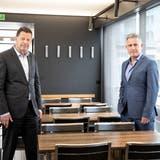 Hans-Rudolf Schurter, Verwaltungsratspräsident der SGV Holding, und Stefan Schulthess, Vorsitzender der Gruppenleitung SGV-Gruppe, an der Bilanzmedienkonferenz auf der «Cirrus» in der Schiffswerft Luzern. (Bild: Manuela Jans-Koch (7. Mai 2021))