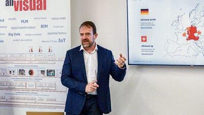 Andreas Renker erklärt das Tätigkeitsfeld der Allvisual AG. (Bild: Roberto Conciatori)