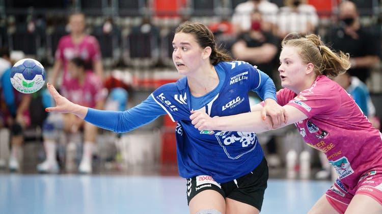 Celia Heinzer von LK Zug im Frauen Handball Schweizer Cup Spiel zwischen dem LK Zug und den Spono Eagles. (Bild: Manuel Lopez/Keystone)
