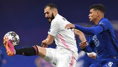 Chelseas Thiago Silva (rechts) in Aktion gegen Karim Benzema von Real Madrid im Champions League Halbfinal am 5. Mai. (Keystone)
