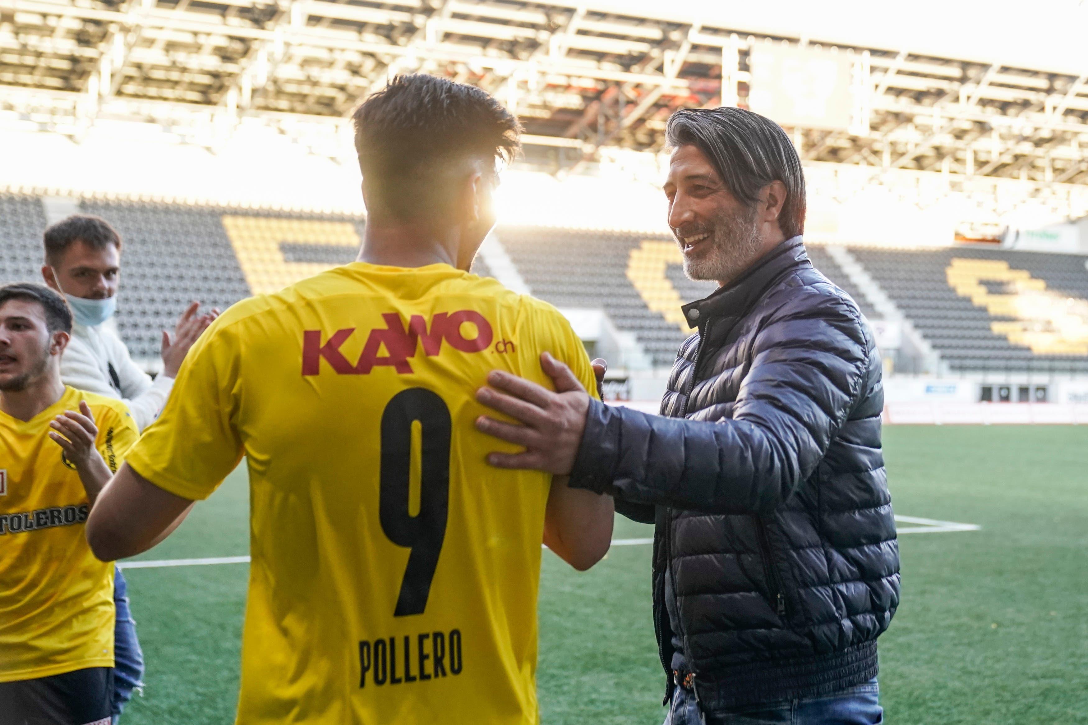 Murat Yakin hat gut lachen: Seine Mannschaft zieht dank dem Sieg am FC Aarau vorbei.