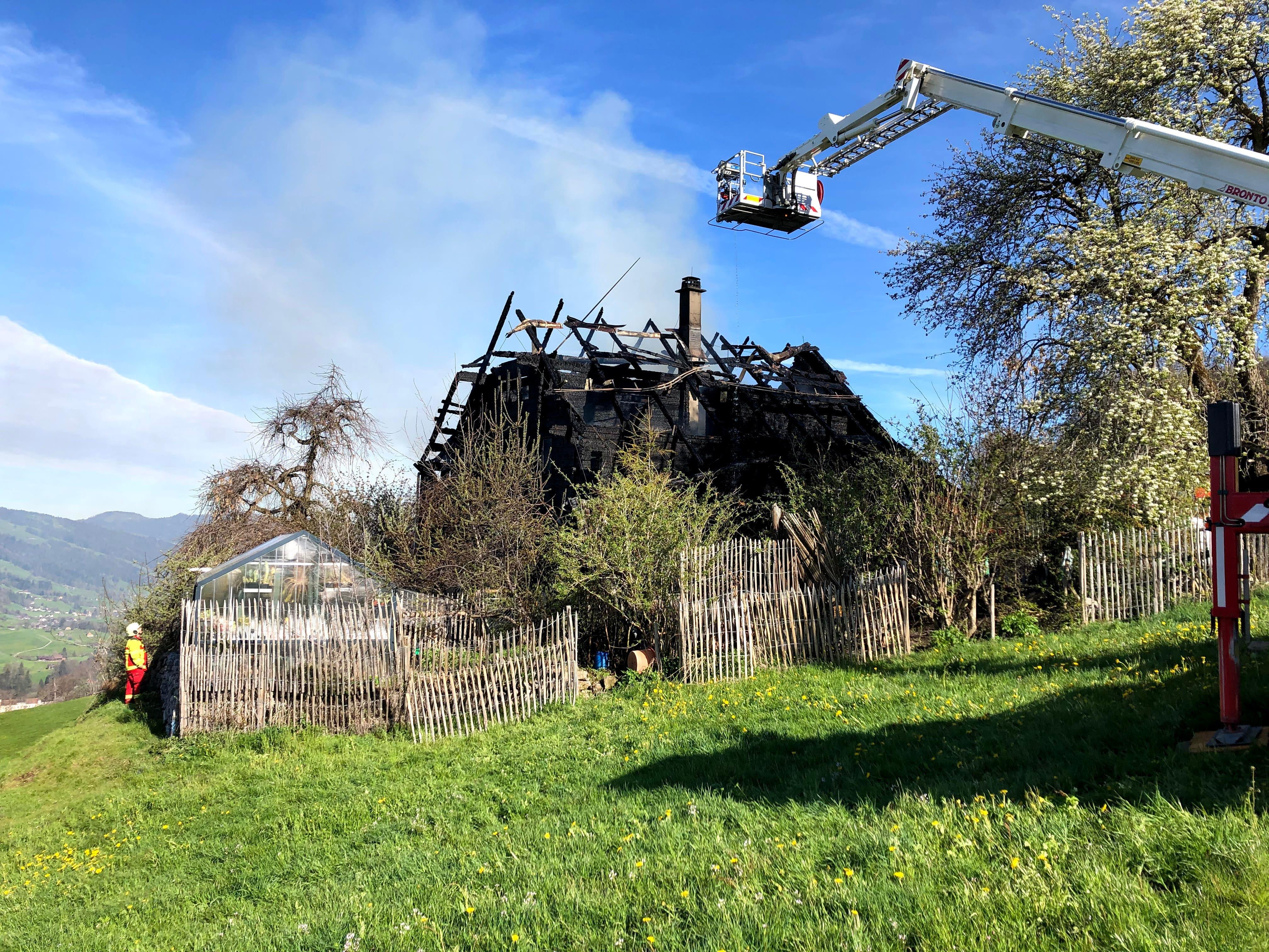 Beim Feuer wurde niemand verletzt. Der Bewohner war nicht zu Hause.