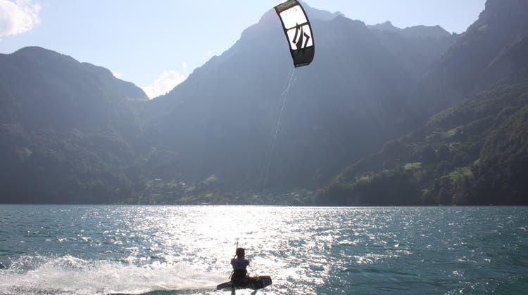 Kitesurfer auf dem Urnersee Vierwaldstättersee (Andreas Hofer/Pd / Neue Nidwaldner Zeitung)