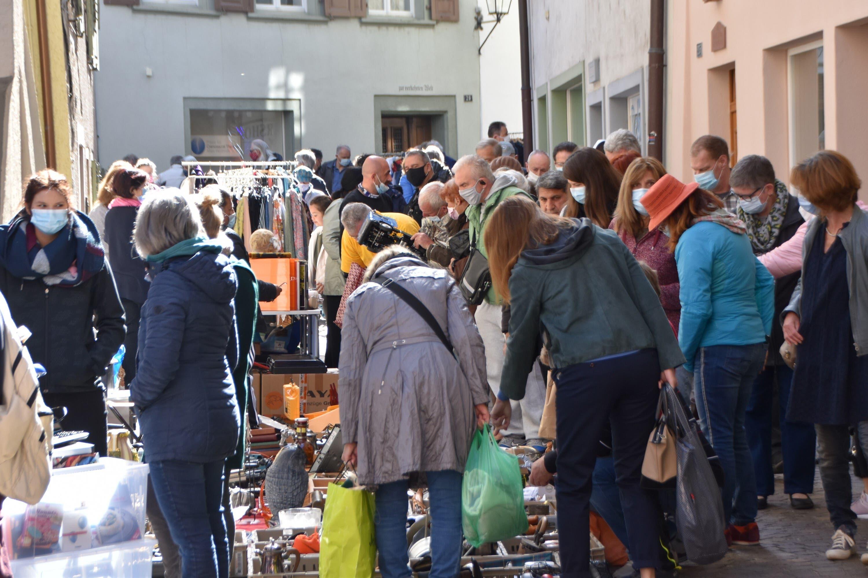 Am Samstag (8. Mai 2021) fand nach einem Jahr Zwangspause der Flohmarkt in Rheinfelden wieder statt. Hier: Flohmarkt in der Brodlaube