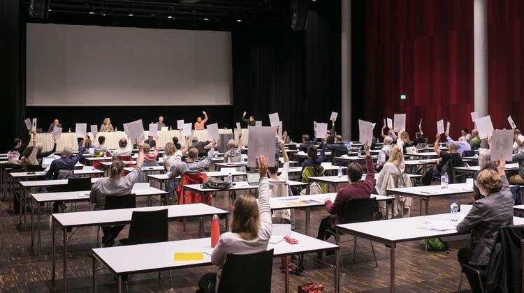 Im Campussaal in Windisch war man sich über die Lohnerhöhung des Stadtrats nicht einig. (Britta Gut (19. Juni 2020))