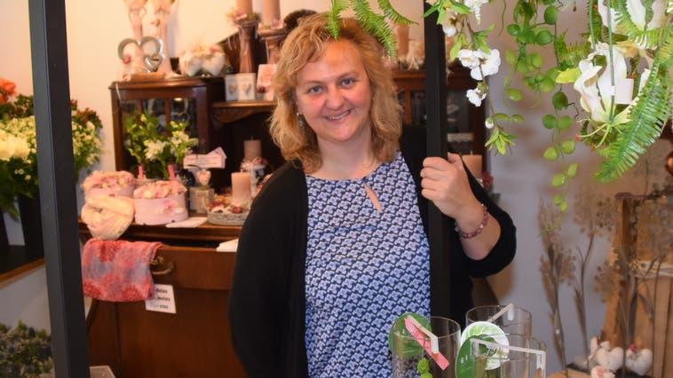 Floristin Petra Schmid in ihrem neu eröffneten Geschäft an der Dottiker Bahnhofstrasse. (Toni Widmer)