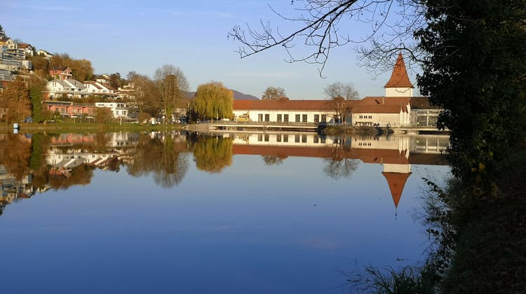Eniwa-Wasserkraftwerk in Aarau mit dem markantenTürmli soll abgebrochen und durch einen Neubau ersetzt werden. (Urs Helbling)