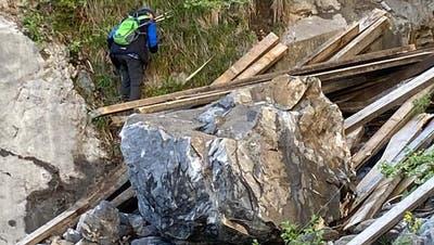Nach Steinschlag droht weiterhin Gefahr: Wann die Strasse zur Alp Rohr wieder öffnet, ist unklar