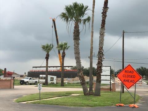 Trabajos de construcción en el Chimney Park RV Resort en Mission, Texas.