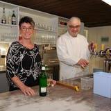 Willy und Pauline Schneeberger aus Münchwilen sind nach Monaten das erste Mal wieder Gast in der Sissler«Pinte». (Hans Christof Wagner)