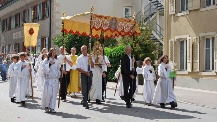 Die Prozession zu Fronleichnam– hier 2009 – gehört zur Fricker Tradition. Dieses Jahr findet sie jedoch nicht statt. (Bild: Lilly-Anne Brugger)