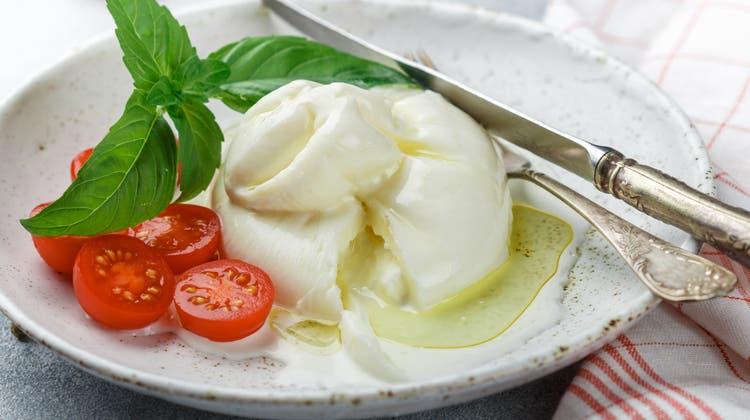 Aussen Mozzarella, innen cremiger Überraschungsmoment: Burrata ist gerade in aller Munde. (iStockphoto)