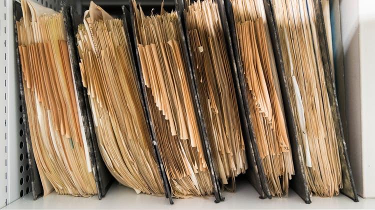 Wer Einsicht in amtliche Dokumente nehmen will, muss unter Umständen eine Gebühr dafür bezahlen. (Symbolbild) (Keystone)