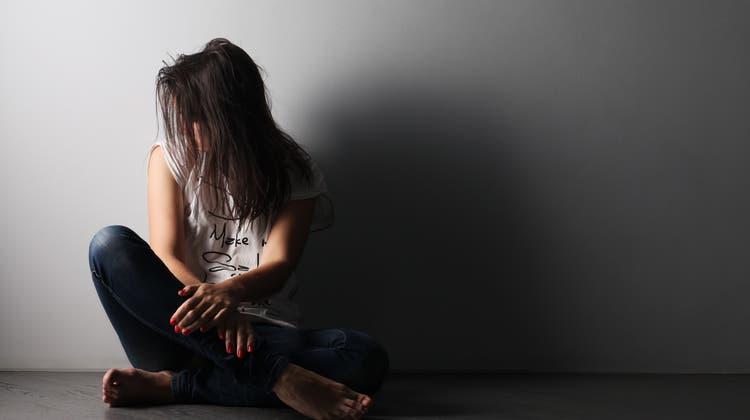Man kan lernen, auf Menschen mit psychischen Problemen zuzugehen. (Shutterstock)