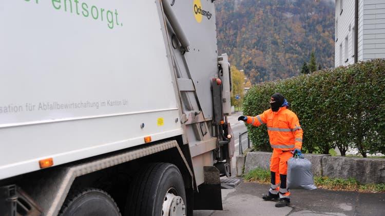 Bei der Zentralen Organisation für Abfallbewirtschaftung (Zaku) Siedlungsabfall verladen wird. (Bild: PD)