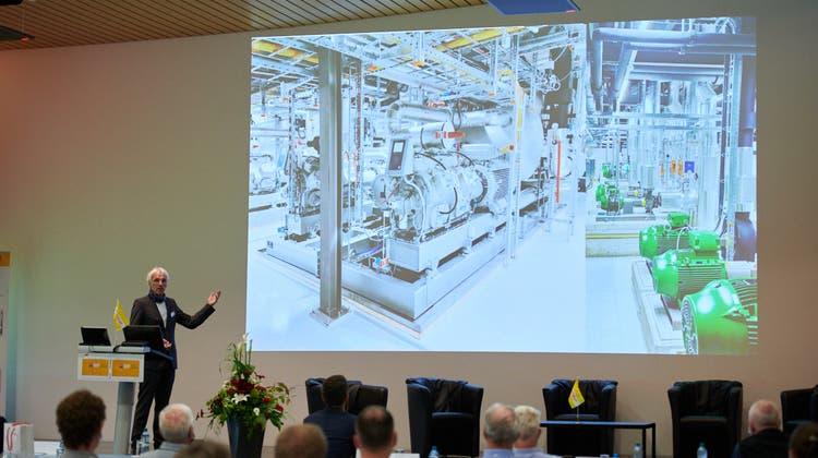 Die Stadt Luzern gewinnt einen Teil ihrer Energie aus dem Vierwaldstättersee: Jörg Hoffmann von Energie Wasser Luzern (ewl) bei der Präsentation der sogenannten Energiezentrale, die unter dem See liegt. (zvg)