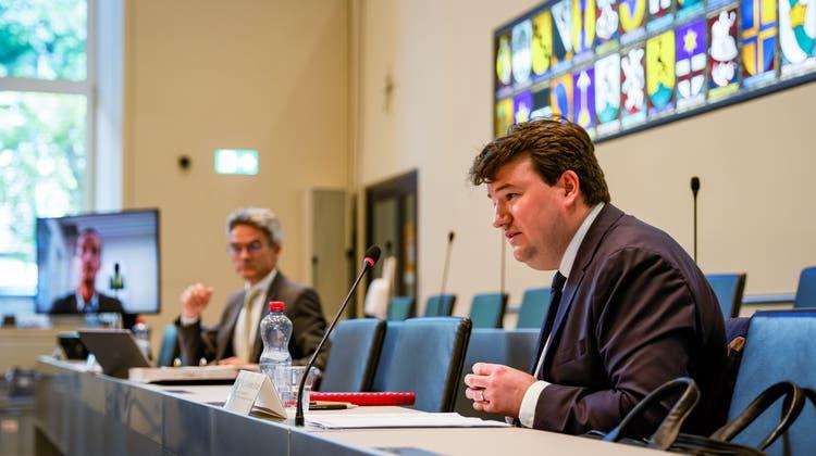 Andreas Stöckli informierte über den Untersuchungsbericht zum Bündner Baukartell. (Keystone)